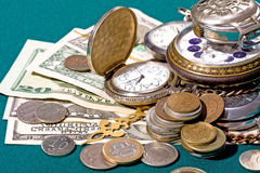 Reloj y dinero retros fotos de archivo