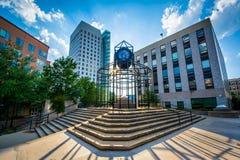 Reloj y edificios en la universidad del noreste, en Boston, Massa fotos de archivo