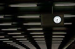 Reloj y luz de neón imagenes de archivo