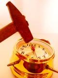 Reloj y martillo Imagen de archivo