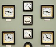 Relojes antiguos en la pared Imágenes de archivo libres de regalías