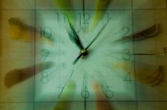 Relojes con la fruta fotos de archivo libres de regalías