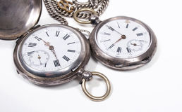 Relojes de bolsillo antiguos en el fondo blanco Imágenes de archivo libres de regalías