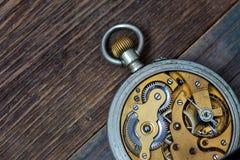 Relojes de bolsillo del vintage Lado trasero Imagenes de archivo