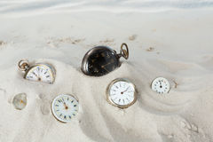 Relojes de bolsillo en la arena Imagen de archivo libre de regalías