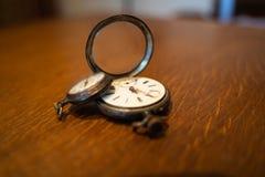 Relojes de bolsillo viejos fotos de archivo