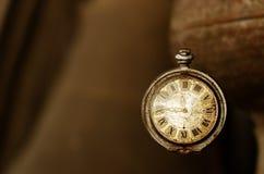 Relojes de bolsillo viejos del vintage Foto de archivo