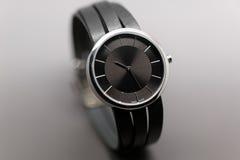 Relojes de la mano con la correa de cuero Imagen de archivo libre de regalías