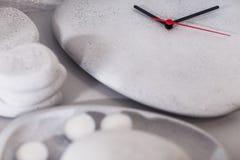 Relojes de la piedra fotografía de archivo libre de regalías
