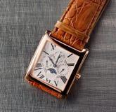 Relojes de oro foto de archivo