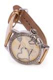 Relojes de oro con los corazones aislados Foto de archivo libre de regalías