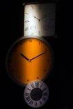 Relojes de pared en concepto de la sombra Foto de archivo libre de regalías