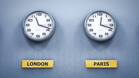 Relojes de pared de la oficina que muestran diversa hora mundial almacen de video
