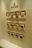 Relojes de Rolex en escaparate fotografía de archivo libre de regalías