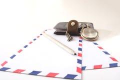 Relojes del lápiz del sobre del cuaderno Foto de archivo