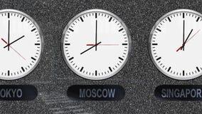 Relojes exactos con las zonas de un momento diferente para cada ciudad ilustración del vector