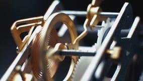 Relojes mecánicos giratorios de los engranajes Reloj de péndulo 4K almacen de metraje de vídeo