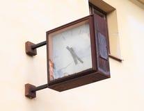 Relojes quebrados Imágenes de archivo libres de regalías