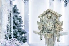 Relojes y árbol de navidad de la antigüedad Fotografía de archivo libre de regalías