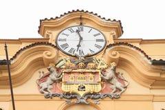 Relojes y blasón Fotografía de archivo libre de regalías