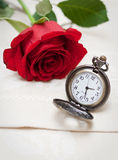 Relojes y Rose de bolsillo Imagen de archivo libre de regalías