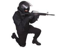 Relpolitieman in zwarte eenvormig Royalty-vrije Stock Foto's