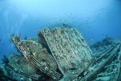 Remains av lasten av ett skeppsbrott. arkivfoto