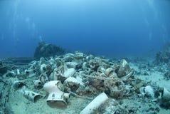 Remains av lasten av ett skeppsbrott. fotografering för bildbyråer