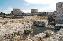 Remains delle pareti del castello Fotografie Stock