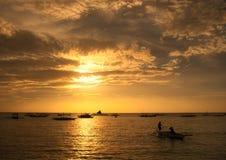 Remando nel tramonto 2 immagini stock