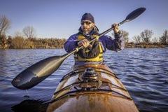 Rematura dell'allenamento in un kajak del mare Fotografia Stock Libera da Diritti