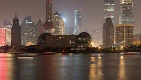 Remblai Changhaï de nuit image stock