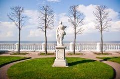 Remblai dans Peterhof Photo libre de droits