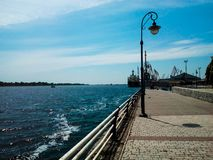 Remblai de Kherson par temps ensoleillé photographie stock