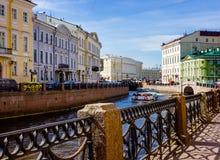 Remblai de la rivière de Moyka dans le St Petersbourg Image libre de droits