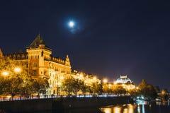 Remblai de la rivière de Vltava à Prague Photo libre de droits