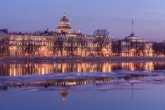 Remblai de Neva River et de l'Amirauté, St Petersburg Image libre de droits