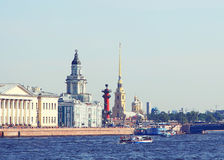 Remblai de rivière de Neva à St Petersburg, Russie Image libre de droits