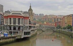 Remblai de rivière Nervion dans la ville Bilbao photos libres de droits