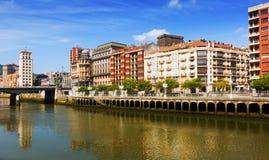 Remblai de rivière d'Ibaizabal Bilbao, Espagne Photographie stock libre de droits