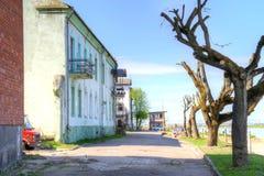 Remblai de rue Ville de Sovetsk, région de Kaliningrad Photo stock