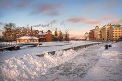 Remblai de Yakimanskaya en hiver Photographie stock