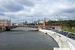 Remblai et Kremlin Photo stock