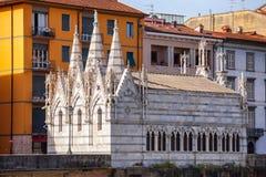 Remblai Pise le Toscan d'Arno River d'église de Santa Maria della Spina Photos stock