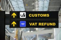 Remboursement de taxe d'aéroport et terminal de connexion de douane à l'aéroport Photo libre de droits