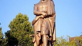Rembrandt-Statue beim Rembrandtplein, Amsterdam, die Niederlande, stock video
