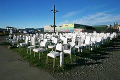 remembrance monumento vacío blanco de 185 sillas que recuerda terremoto devastador y a víctimas difuntas en Christchurch, Nueva Z imagen de archivo
