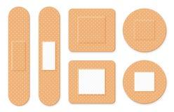 Remendo médico, atadura adesiva Ajuste dos emplastros médicos elásticos em formas diferentes Emplastros realísticos da faixa dos  ilustração do vetor
