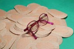 Remendo ortóptico do olho para a terapia da oclusão com vidros dos childImagens de Stock Royalty Free