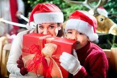 Remercie le papa du cadeau de Noël Photographie stock